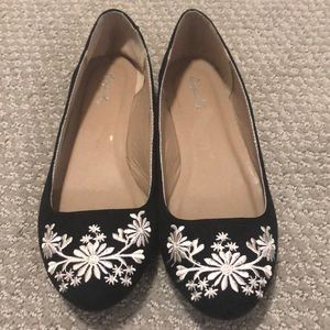Black and white embroidered ballet flats